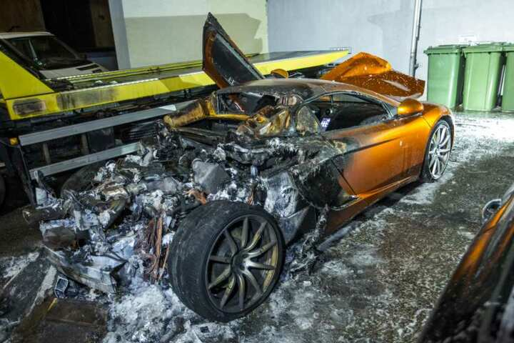 Der McLaren ist nur noch Schrott.