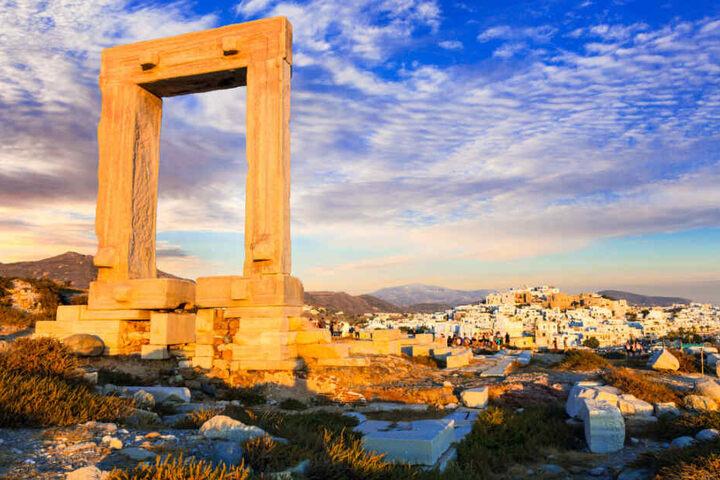 Auf der griechischen Insel Naxos specken die Kandidaten im Trainingscamp die ersten Kilos ab.