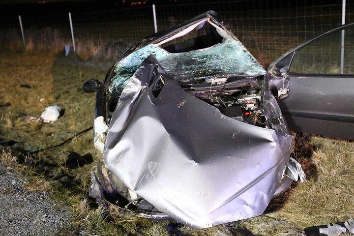 Ein Mann kam bei dem Unfall im Landkreis Bautzen ums Leben, eine Frau wurde schwer verletzt.