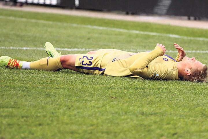 Da lag er am Boden: Sören Bertram wusste in Kiel wohl sofort, dass etwas kaputtgegangen war.