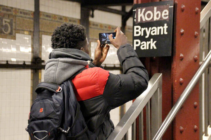 """Aus """"Fifth Ave/Bryant Park"""" wurde kurzerhand """"Kobe Bryant Park""""."""