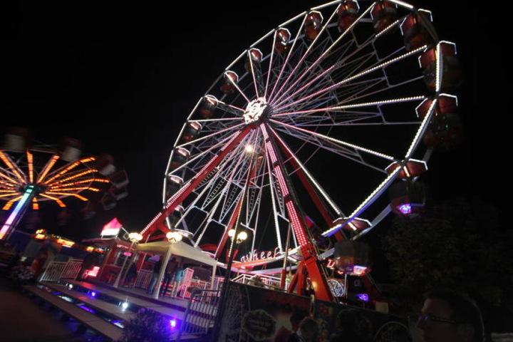 Nicht nur das Riesenrad auf der Warburger Oktoberwoche zieht die Besucher an.