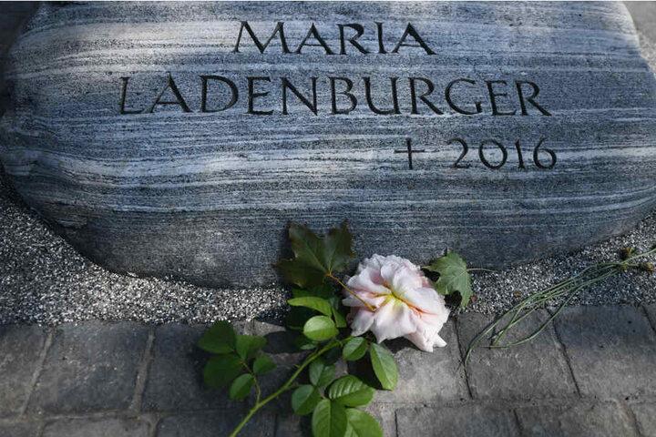 Ein Gedenkstein erinnert an die ermordete Studentin Maria.