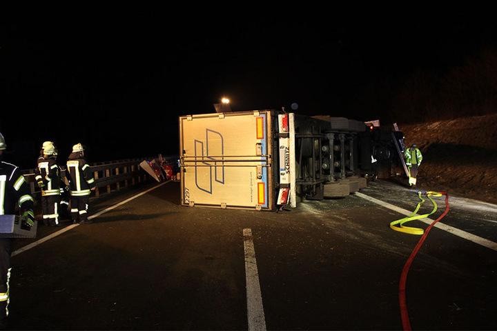 Mit viel Mühe mussten die Rettungskräfte den 62-jährigen Lkw-Fahrer aus seiner Fahrerkabine befreien.