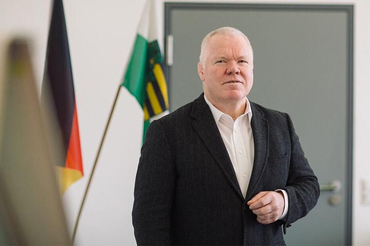 Landespolizeipräsident Horst Kretzschmar (59) spricht von Hasspostings gegen Behörde und Behördenleiterin.