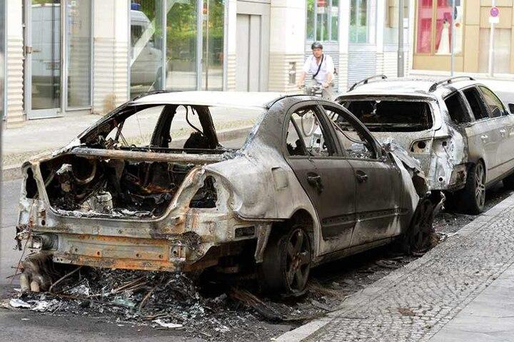 Abgebrannte Autos stehen 2016 in der Kleinen Kurstraße.