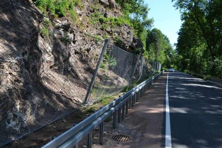 Das Lasuv baut jetzt verstärkt Sicherungszäune - etwa an der Staatsstraße 83  bei Meißen.