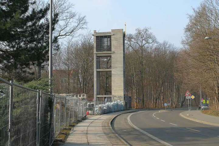 Lediglich der Glockenturm ist von der einstigen zweiten Probsteikirche stehen geblieben.