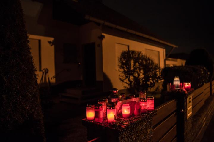 Die Bürger von Schnaittach trauerten um das Ehepaar und stellten Anfang 2018 zum Gedenken Kerzen vor das Haus.