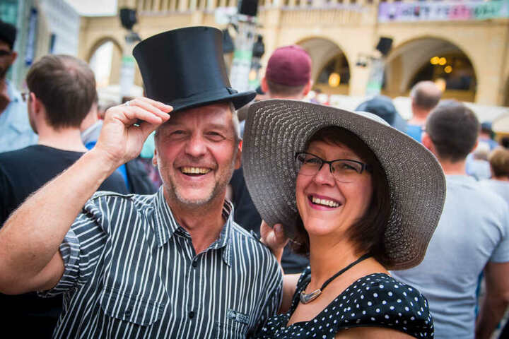 Beim Hutfestival gibt es neben hunderten Künstlern selbstverständlich auch verschiedene Hüte zu sehen.