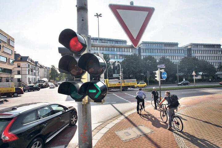 An der Kreuzung Budapester Straße/Nossener Brücke wurde der Grüne Pfeil durch  eine Ampelregelung ersetzt.