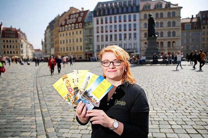 Sarah Franke (23) von der Dresden Information freut sich über den großen  Andrang in den Service-Centern im QF An der Frauenkirche und im  Hauptbahnhof.
