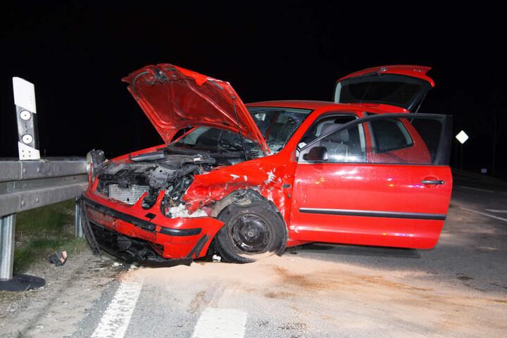 Die 77-jährige Fahrerin des Polo wurde bei dem Unfall schwer verletzt.
