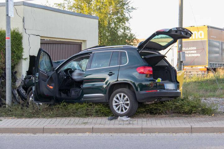 Seine Beifahrerin, die Fußgängerin und ein Hund überlebten nicht.