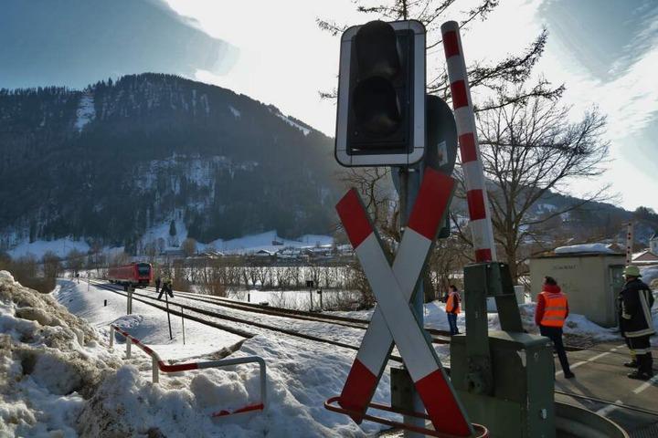 Der Fahrer konnte den Zug nicht mehr anhalten und erfasste die Frau auf den Schienen.