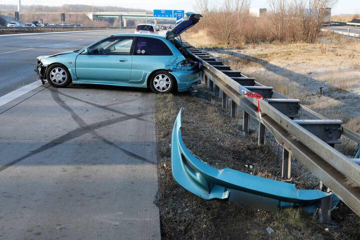 Der Mitsubishi knallte auf der A4 Richtung Erfurt in die Mittelleitplanke.