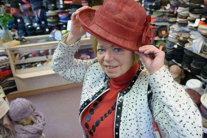 Hut-Expertin Barbara Förster (64) hat den passenden Hut für jeden Anlass und Geschmack.