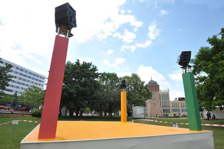 """Die 360-Grad-Bühne steht schon für den """"Parksommer"""". Der startet am 22. Juni mit einem Musikpicknick."""