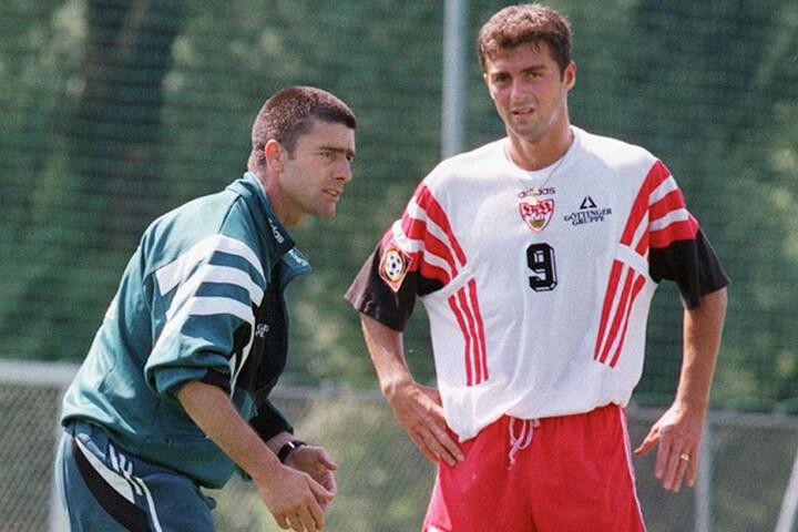 1997 hatte Joachim Löw (l.) als Stuttgarter Trainer noch eine Kurzhaarfrisur und Sreto Ristic lauschte seinen Anweisungen.