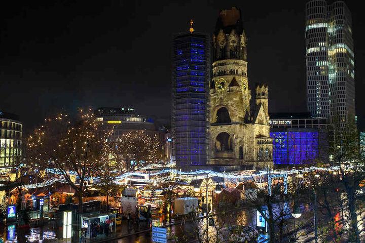 Der Weihnachtsmarkt rund um die Gedächtniskirche auf dem Breitscheidplatz.