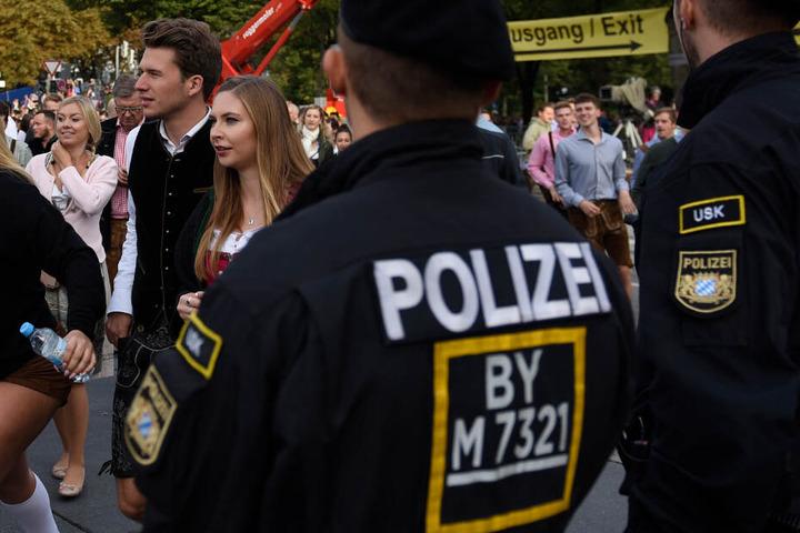Die Polizei hat auf dem Oktoberfest in München alle Hände voll zu tun. (Symbolbild)