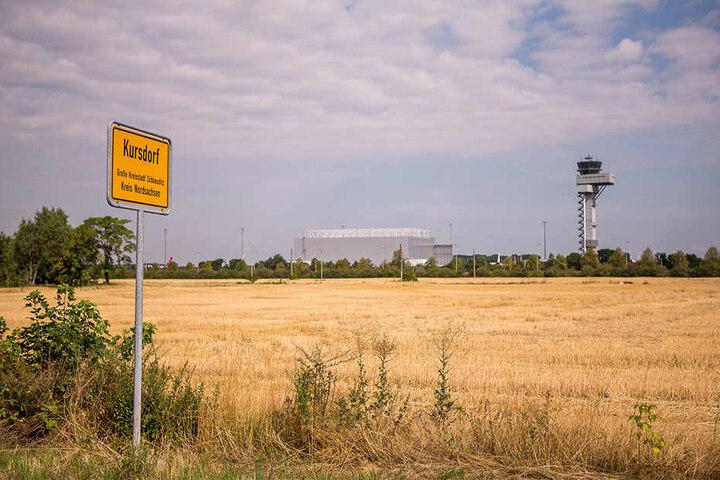 """Hier im """"Geisterdorf"""" Kursdorf nahe des Leipziger Flughafens steigt das Festival."""