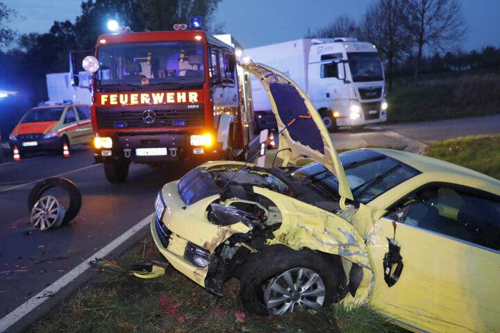 Bei einem Frontal-Crash am Donnerstagabend wurden zwei Frauen schwer verletzt.