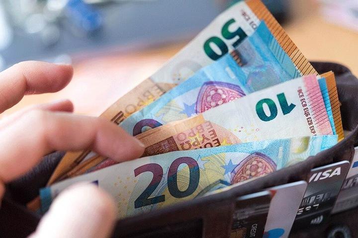 Die deutschen Steuerzahler sparen durch die Abschaffung des Solidaritätszuschlags unterschiedlich viel Geld, da sich die Abgabe an der Einkommensteuer bemisst.