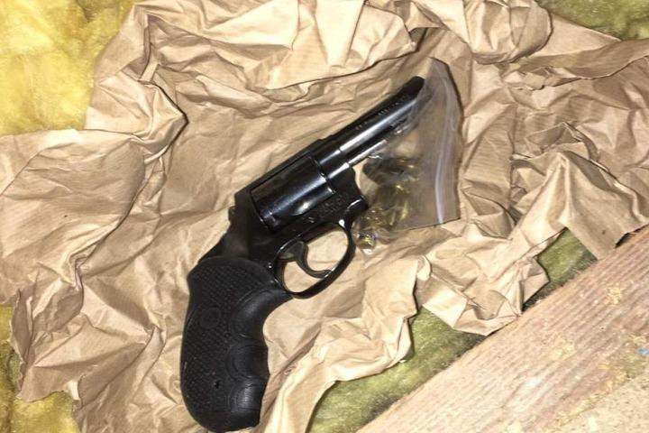 Ein Revolver, den der Franzose an Kunden versendet hatte.