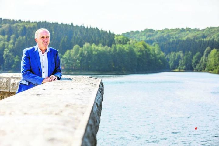 Sachsens Trinkwasser-Reserven sind noch lange nicht aufgebraucht! Umweltminister Thomas Schmidt (57, CDU) machte sich an der Talsperre Klingenberg selbst ein Bild davon.