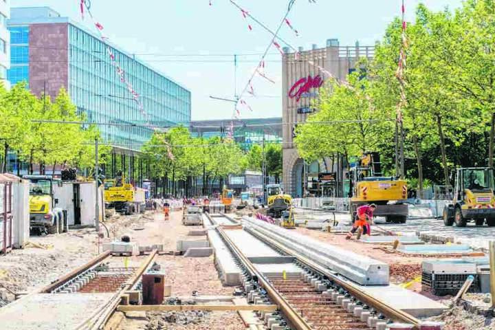 Seit März wird zwischen Rotem Turm und Zentralhaltestelle an den Gleisen für  den Citylink gebaut.