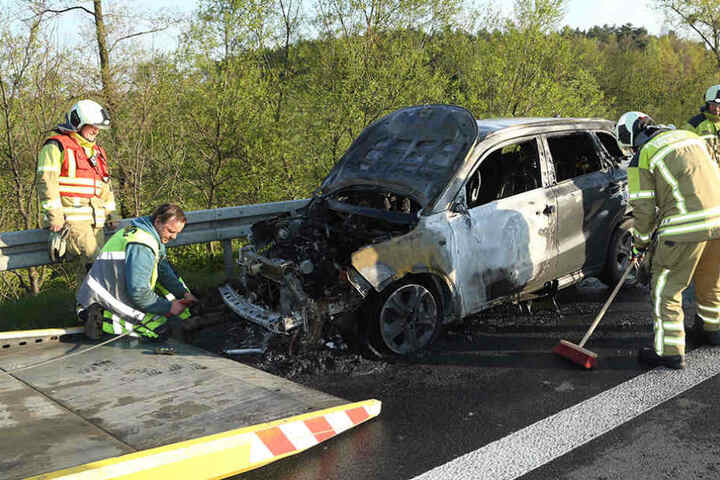 Der Wagen erlitt einen Totalschaden und musste abgeschleppt werden.