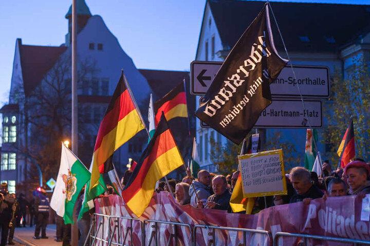 Die Demonstrationen fanden in Hörweite des Gesprächsrunde in der Hartmannstraße statt.