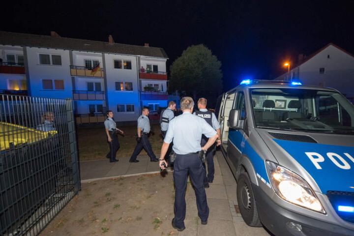 Zahlreiche Polizisten waren am Lipper Hellweg vor Ort.