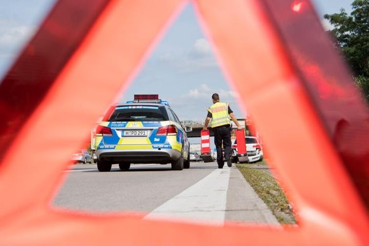 Die Autobahn musste nach dem Crash voll gesperrt werden. (Symbolbild)