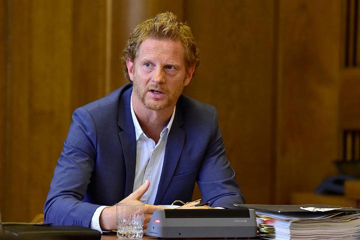 Baubürgermeister Michael Stötzer (44) will die Straßen von Chemnitz grüner machen.