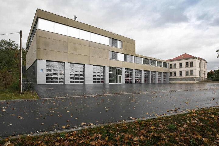 Um eine Kameraden-Ausbildung in Dresden möglich zu machen werden an der Feuerwache Alberstadt (Magazinstraße) Übungshalle und Brandübungshaus gebaut.