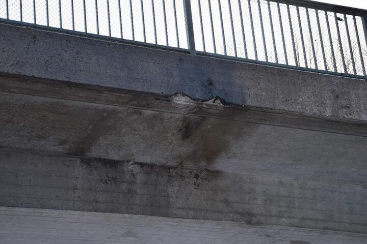 Horror-Unfall auf A96: Münchner hebt ab und prallt gegen Brücke