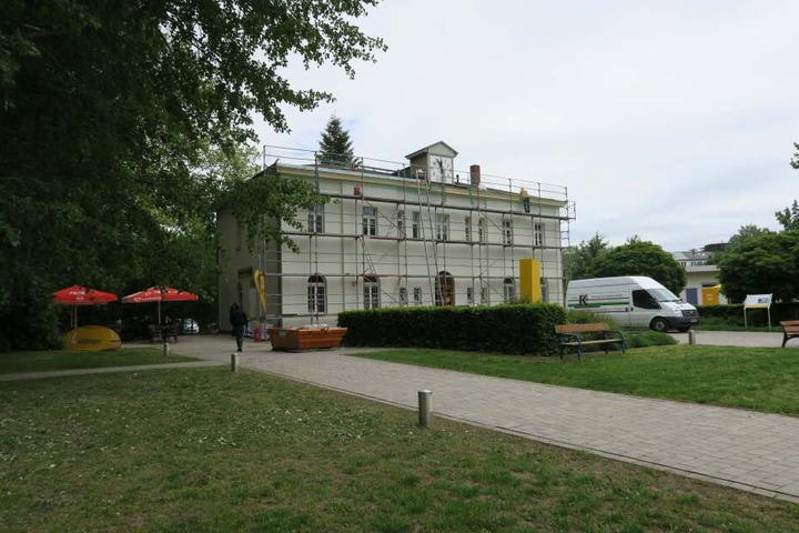 Und auch am historischen Gebäude wurden Reparaturen vorgenommen.