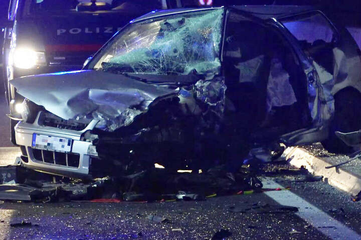 Eine VW-Fahrerin ist auf der Autobahn 1 bei Salzburg in Österreich ums Leben gekommen.