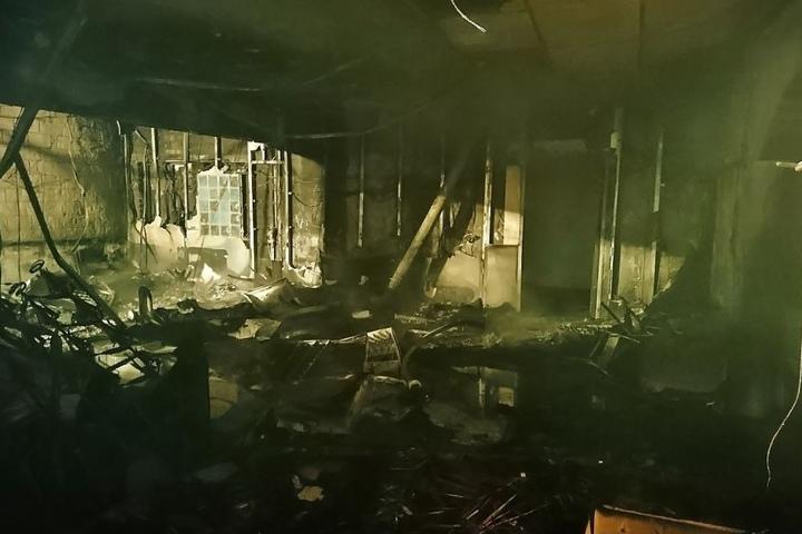 Der zerstörte Innenraum der Bar.