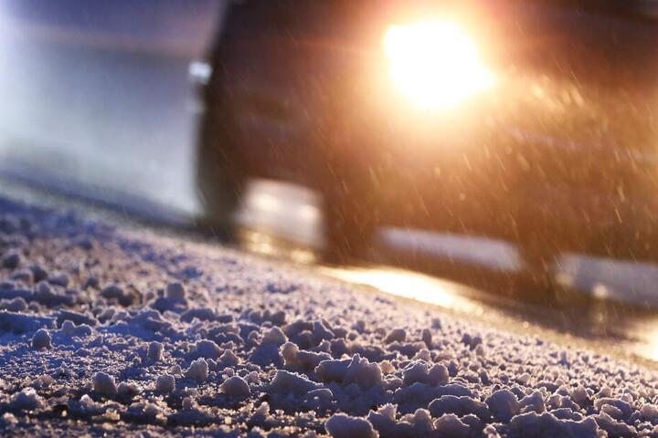 Wetter in Bayern: Im Süden des Freistaates fiel in der Nacht auf Montag bereits Schnee. (Symbolbild)