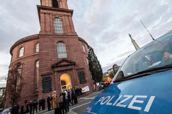"""Die Paulskirche wurde am Samstag von """"Attac""""-Aktivisten besetzt."""