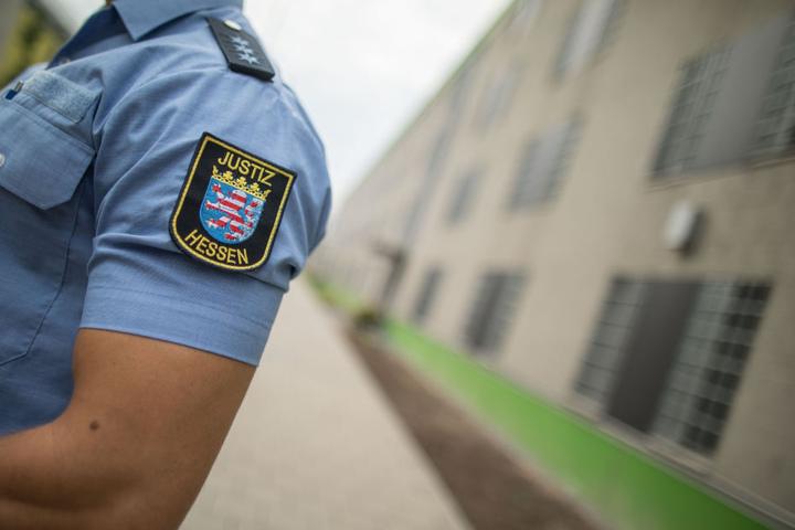 Viele Beamte wurden bei den Gewalt-Attacken sogar verletzt.