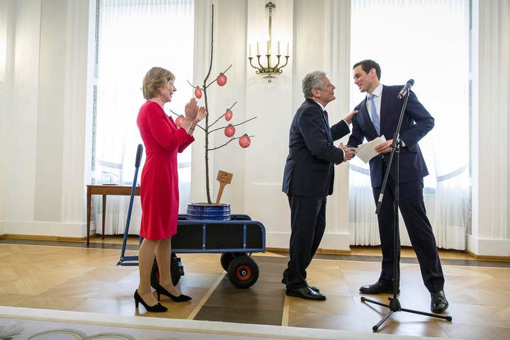 Zum Abschied gab's für den scheidenden Bundespräsidenten seinerzeit ein Pillnitzer Apfelbäumchen.