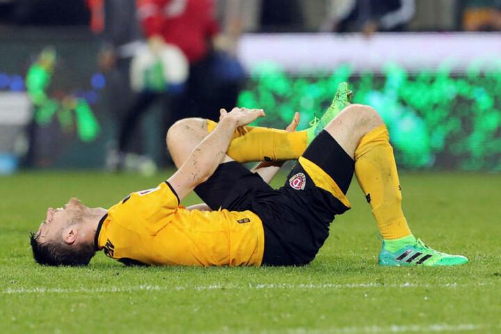Dynamo am Boden, in diesem Fall  Florian Ballas. Der Abwehrchef knickte kurz vor Schluss böse mit dem linken  Sprunggelenk um, wird in Karlsruhe wohl fehlen.