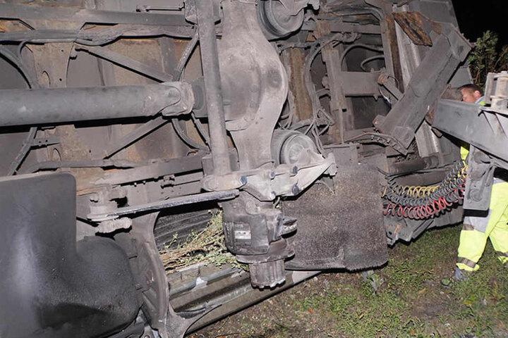 Warum sich der Reifen von der Aufhängung löste, ist bislang unklar.