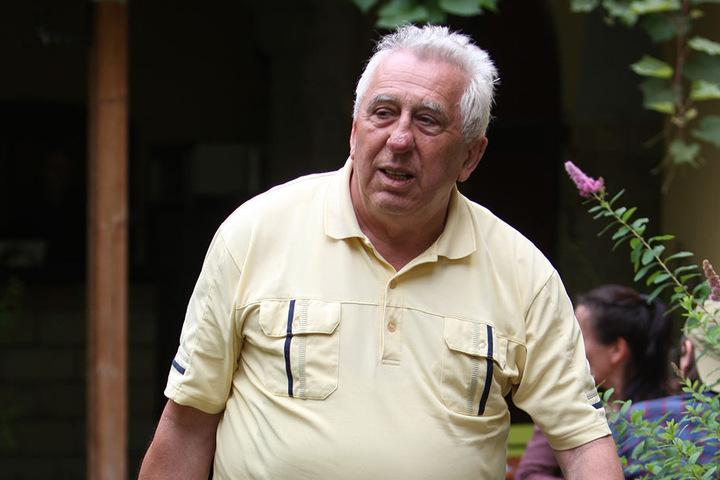 Nach seinem Vortrag verließ Egon Krenz (80) die Drogenmühle in Heidenau  wieder.