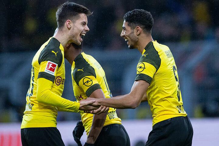 Julian Weigl mit seinem Dortmunder Teamkollegen Achraf Hakimi.