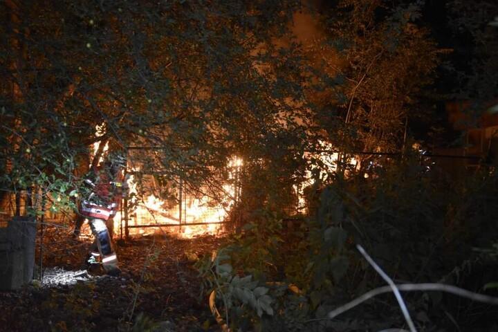 Aus noch ungeklärter Ursache kam es gegen 22.00 Uhr zu einem Brand eines Bungalows.